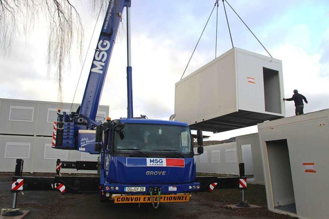 Bis nächste Woche wird der Abbau und Abtransport der Wohncontainer noch dauern.    Foto: Horst David