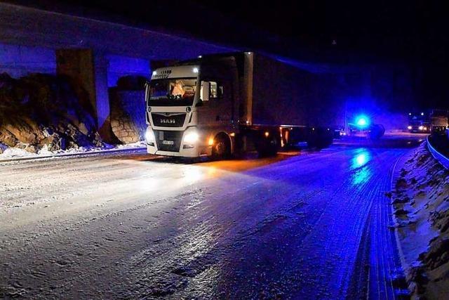 Höllentalstrecke: Laster blieben auf rutschigen Straßen liegen
