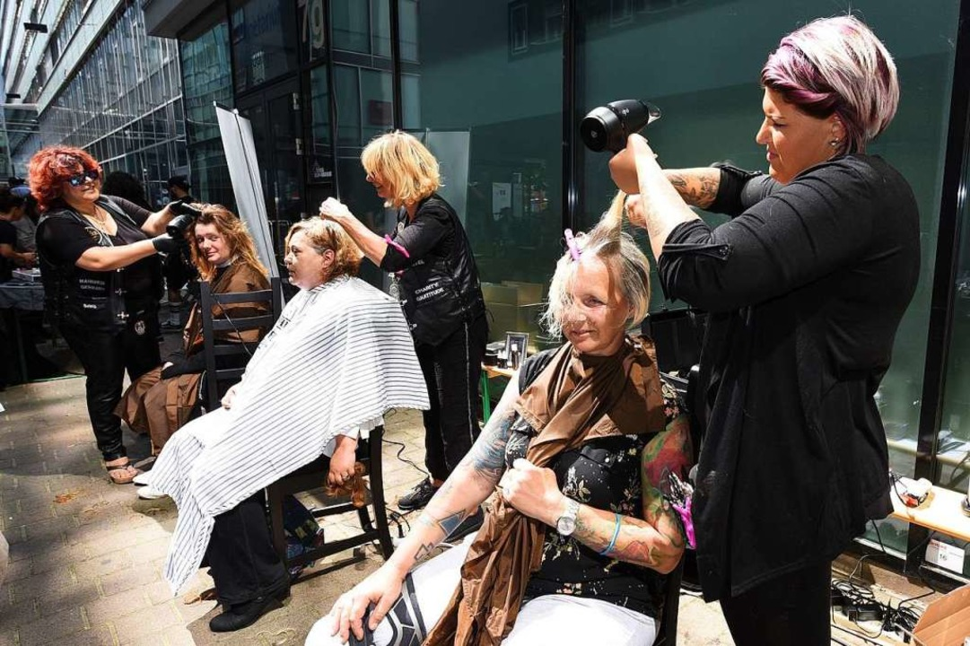 Die Barber Angels waren 2018 in Freibu...ahnhofsmission in Aktion. (Archivbild)  | Foto: Rita Eggstein