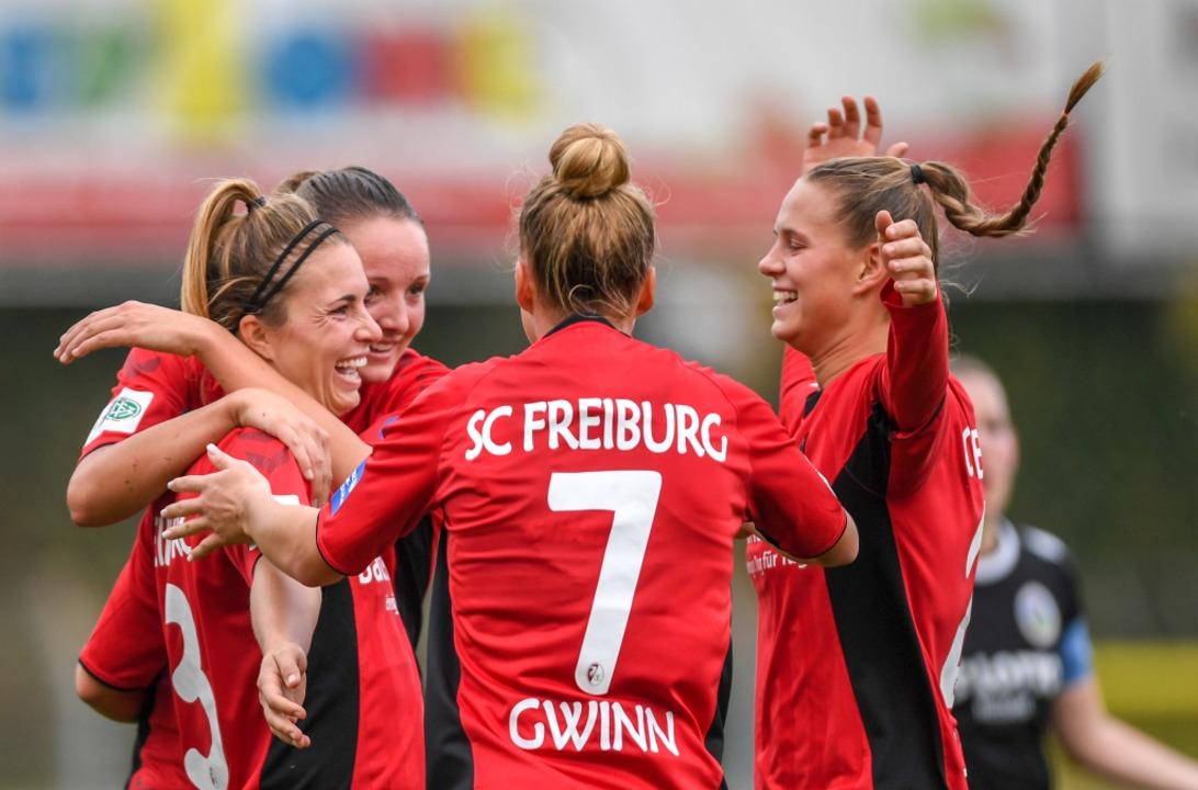 Grund zur Freude: Die SC-Frauen könnten bald im Schwarzwaldstadion spielen.  | Foto: Patrick Seeger