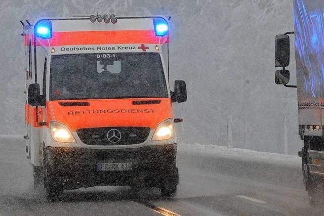 Rettungswagen mit Kind an Bord auf B 31 bei Buchenbach genötigt