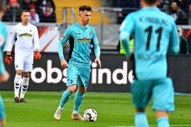 Robin Koch ist bei der 1:3-Niederlage in Frankfurt der Unglücksrabe