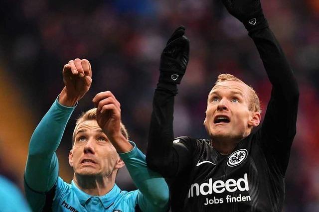 Fotos: Der SC Freiburg müht sich beim 1:3 in Frankfurt vergebens