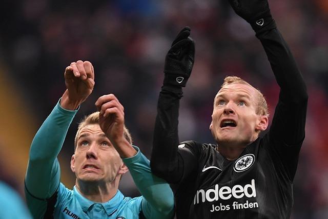 Der SC Freiburg müht sich beim 1:3 in Frankfurt vergebens