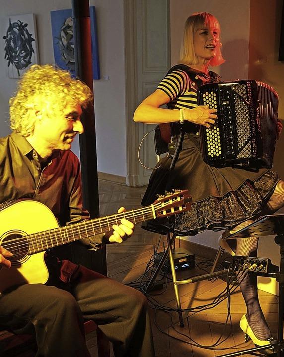 Die Sängerin und Akkordeonistin Christ...Bad Säckingen zu Beifallsstürmen hin.     Foto: Roswitha Frey