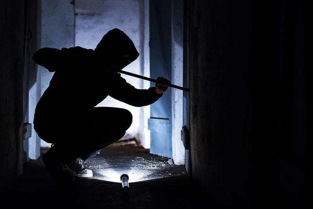 Einbrecher steigen in drei Wohnungen jedes Mal über den Balkon ein