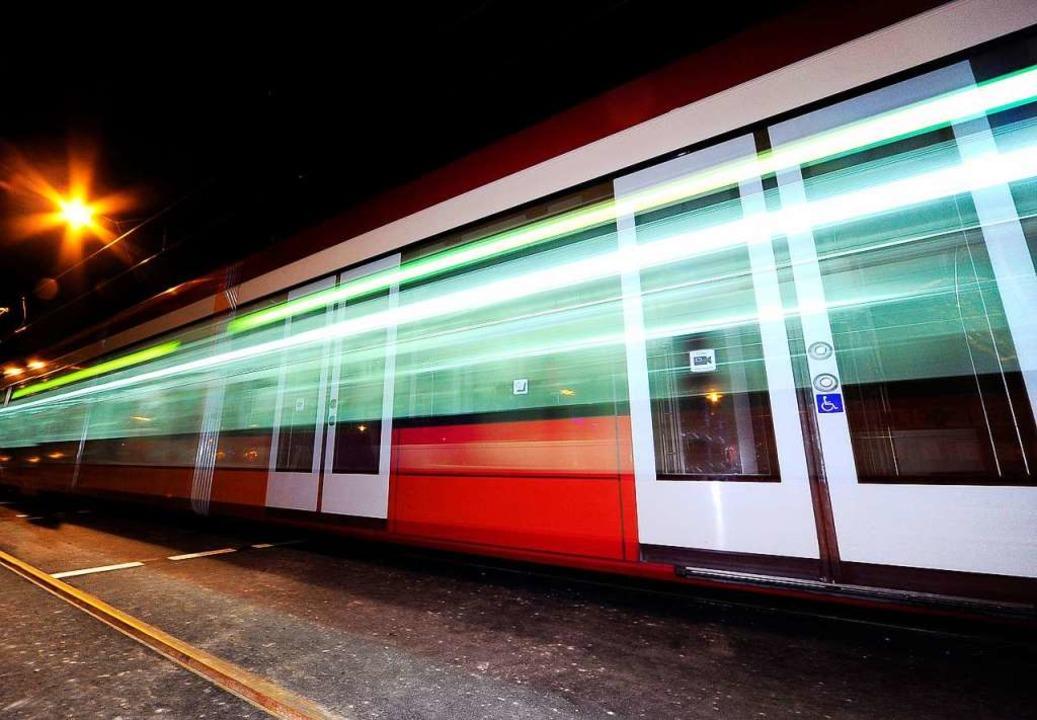 In einer Straßenbahn der Linie soll ei...er belästigt worden sein (Symbolbild).  | Foto: Thomas Kunz