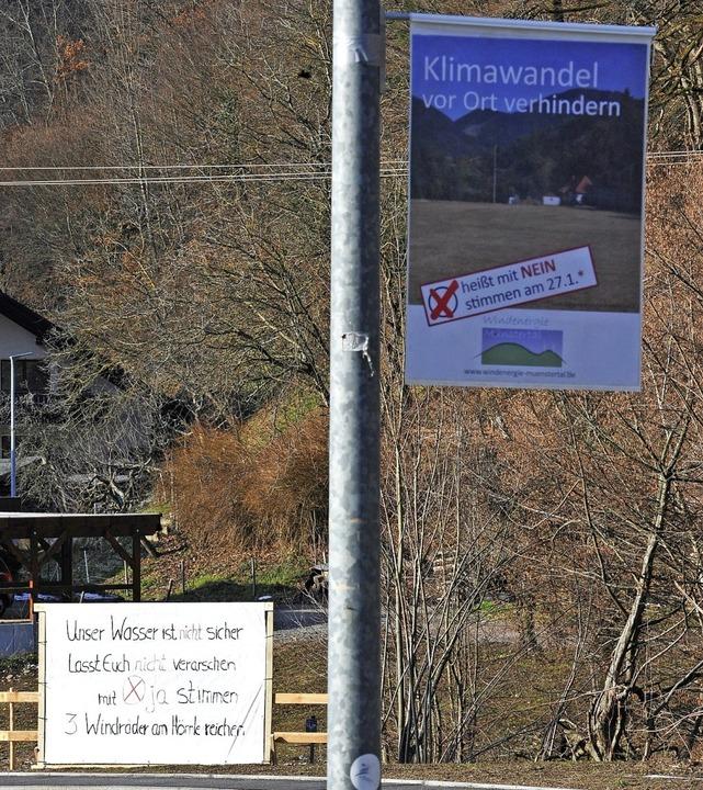 Ein Dorf ist entzweit: Ja-Sager (links...ein-Sager (rechts) sind für deren Bau.    Foto: Hans-Peter Müller