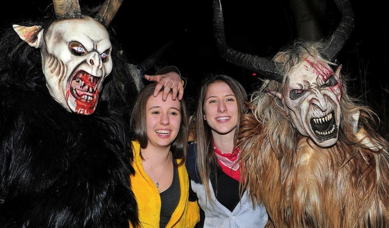 Teufel und Dämonen treiben beim Nachtu...bernack mit den närrischen Besuchern.   | Foto: Bettina Schaller