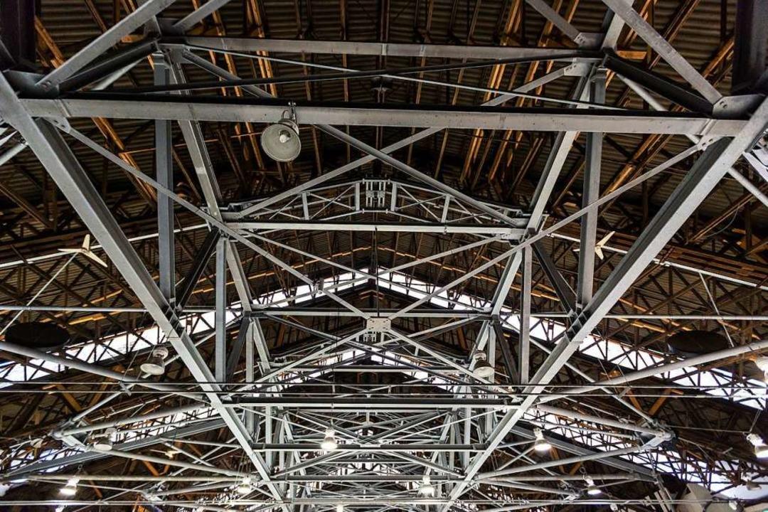 Die Dachkonstruktion der Halle ist marode.  | Foto: Carlotta Huber