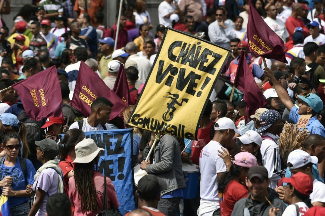 Unterstützer von Maduro gingen auch auf die Straße.  | Foto: AFP