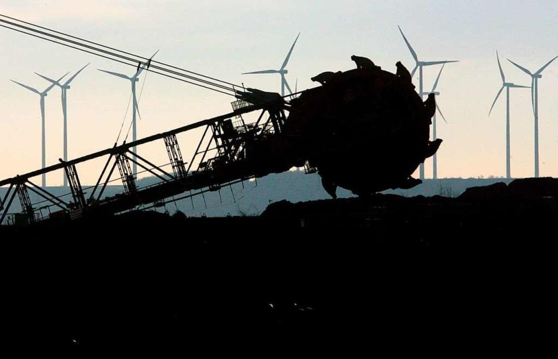 Braunkohlebagger im Einsatz  | Foto: DPA