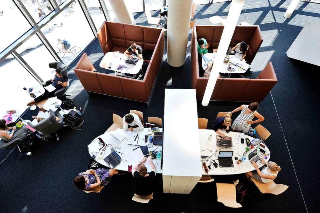 Das Parlatorium der UB ist bei Studier...zt, dass es oft eng wird (Archivbild).  | Foto: Thomas Kunz