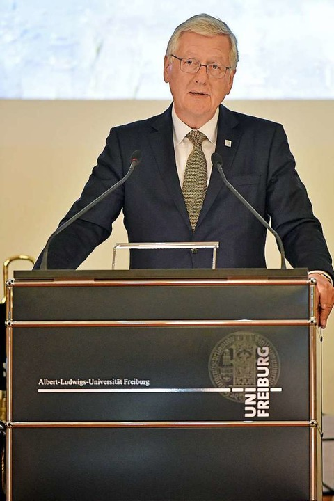Unirektor Hans-Jochen Schiewer bei der Neujahrsrede.  | Foto: Michael Bamberger