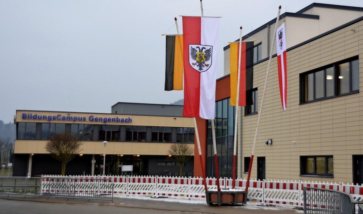 Der Erweiterungsbau (rechts), direkt neben dem Bildungscampus     Foto: Hubert Röderer
