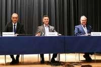 Über 500 Menschen lauschen den drei Bürgermeisterkandidaten in Ballrechten-Dottingen