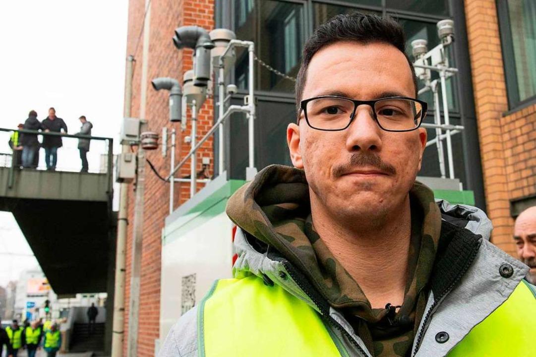 An der Messstation am Stuttgarter Neck...karos, der Initiator der Demonstration    Foto: AFP