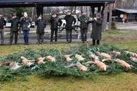 Jäger zelebrieren erfolgreiche Fuchsjagd in Hartheim