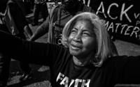 Schwarz-weiß Fotografie von McFadden, die den Kampf von schwarzen US-Amerikanern um Gleichberechtigung und Gleichstellung zeigen