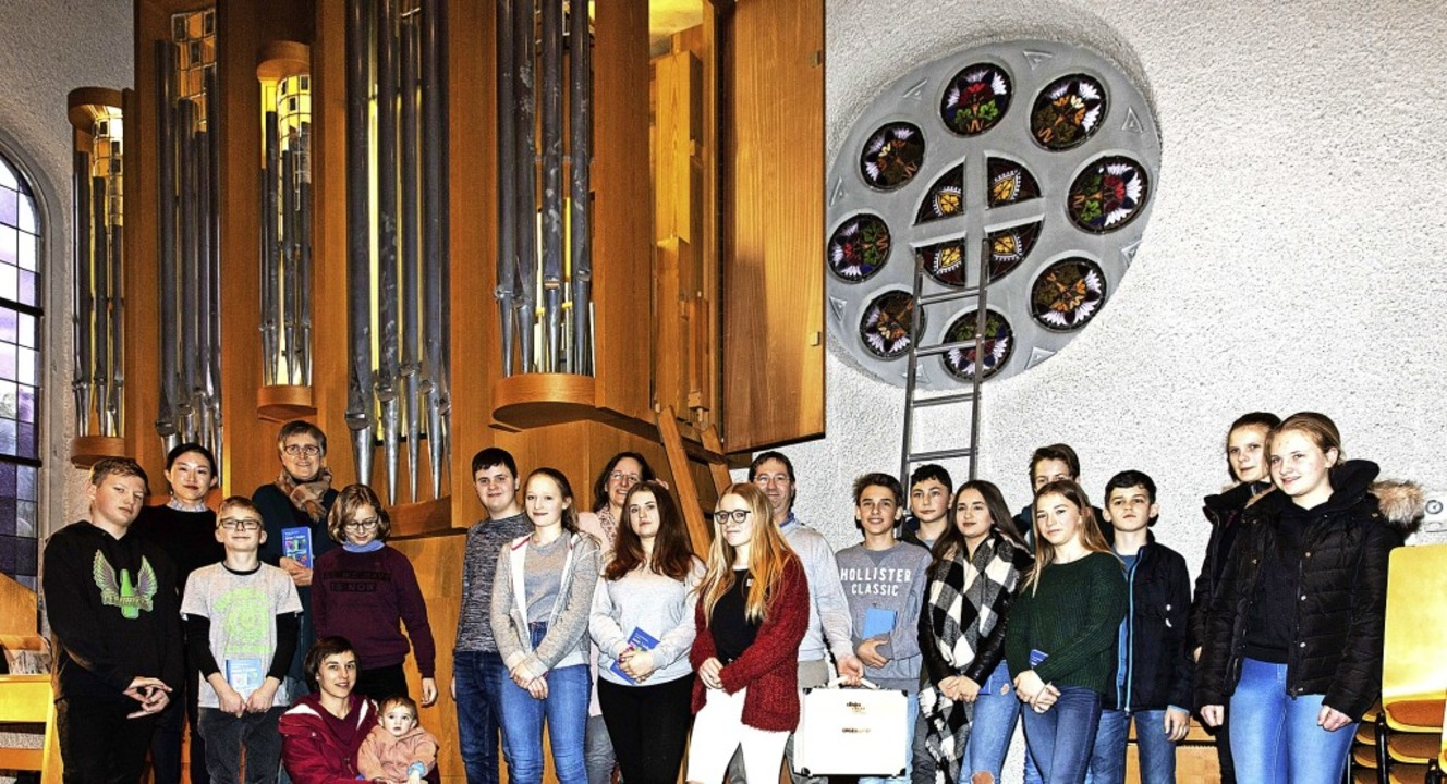 Die Konfirmanden aus dem Simonswäldert...l der Evangelischen Kirche Waldkirch.   | Foto: Fotos: Gabriele Zahn