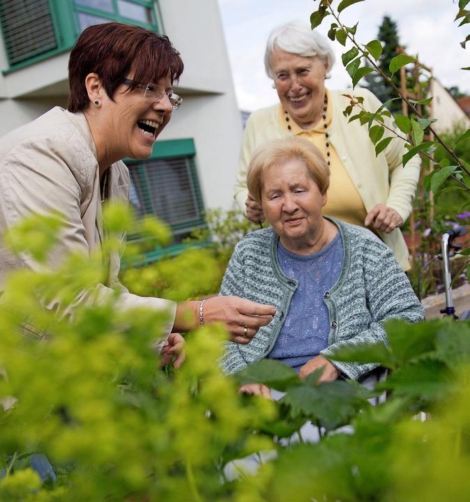 Im Herbst soll der neue Pflege-Tüv die...Alters- und Pflegeheimen erleichtern.   | Foto: Frank Rumpenhorst (dpa)