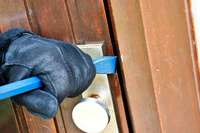 Einbrecher durchwühlen mehrere Schränke in der Wiehre