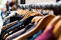 Woher kommt der typische Geruch von Second Hand-Läden?