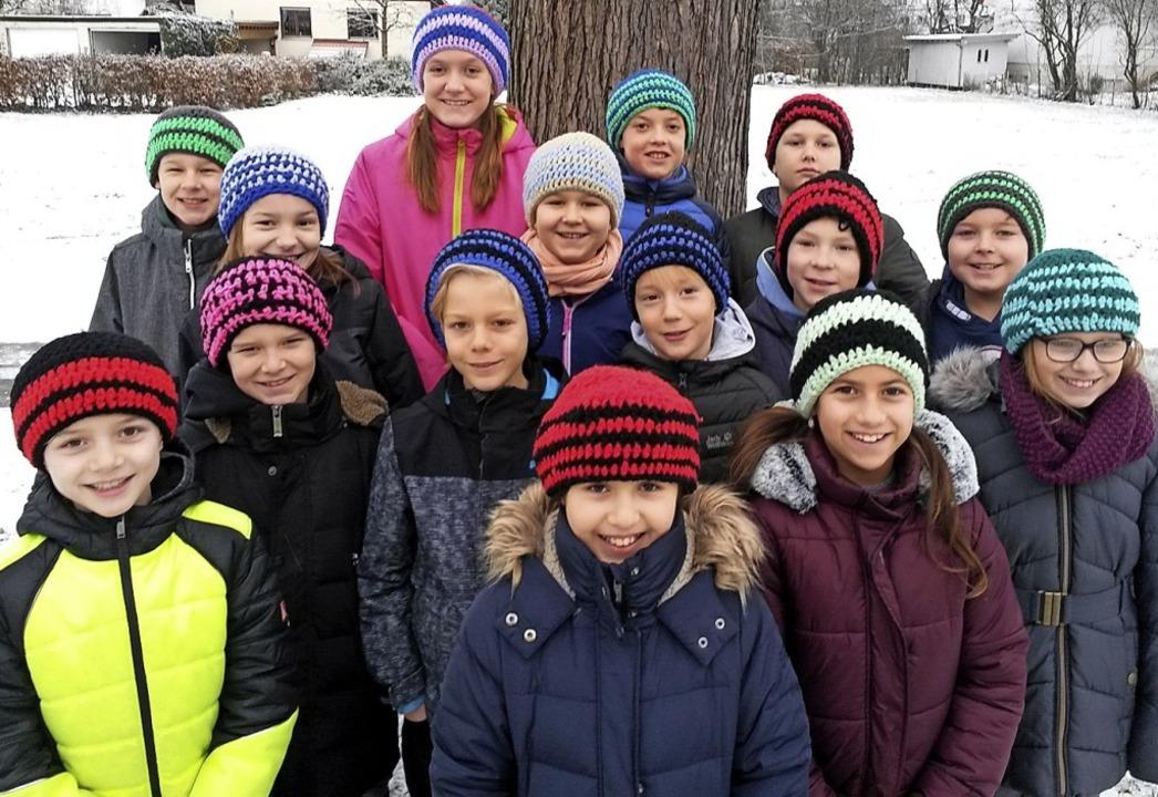 Dank der Mützen haben die Kinder jetzt immer warme Köpfe!   | Foto: Schroers
