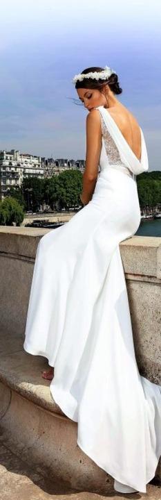 Schöne Rückansicht: Brautkleid von Cymbeline    Foto: dpa, Fotorock