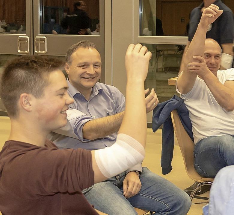 Gute Stimmung herrscht bei den Blutspendern nach dem Aderlass.   | Foto: cs