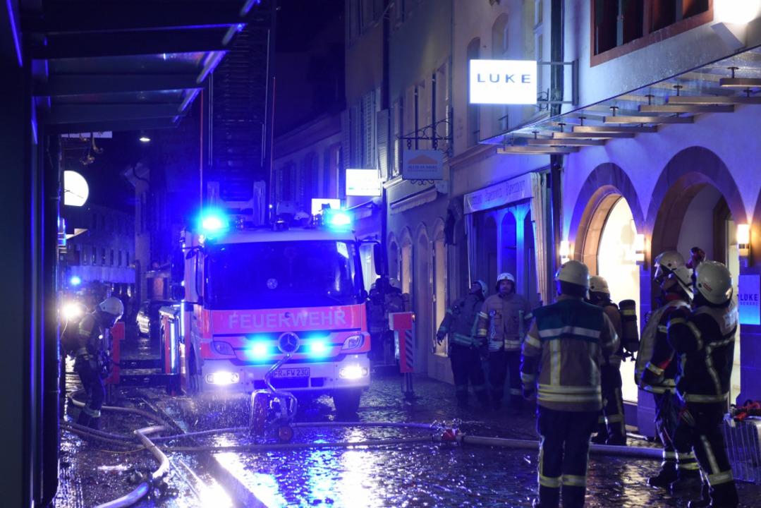 Am Sonntagabend hat es in der Schuster...eiburger Altstadt einen Brand gegeben.  | Foto: Rita Eggstein