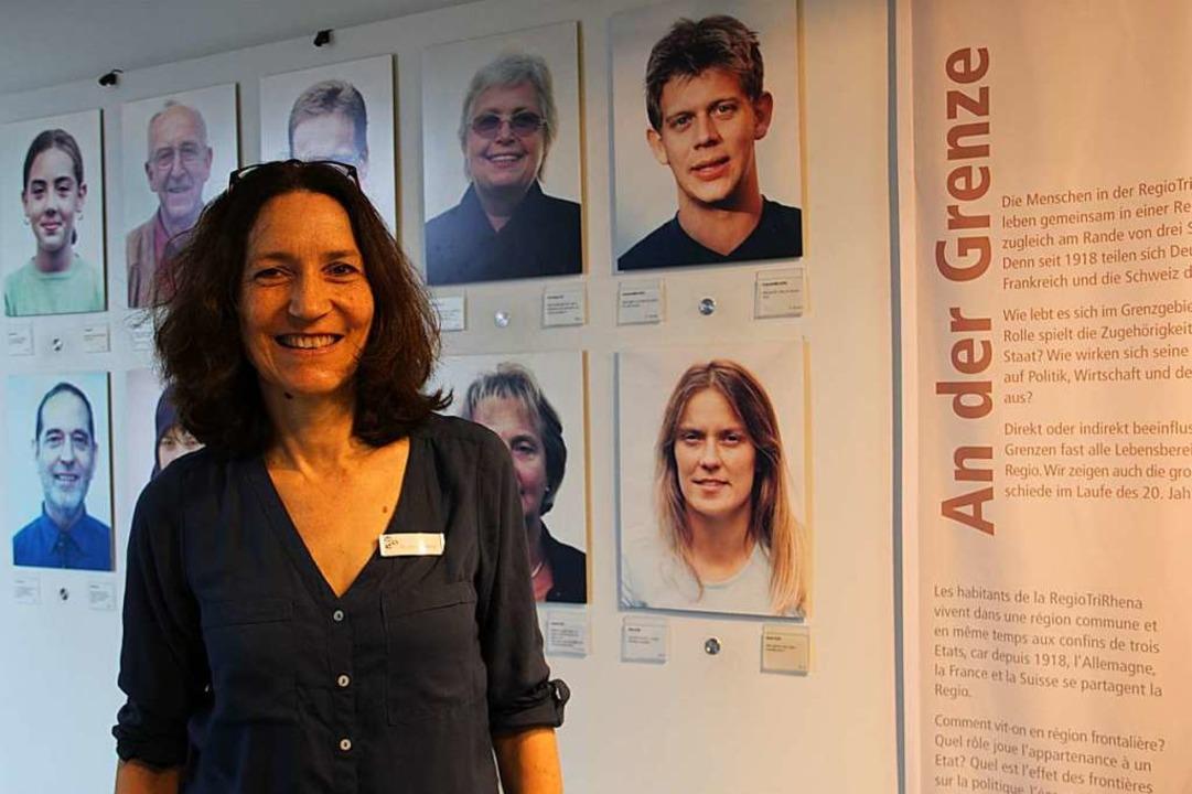 Susanne Raible mit Sprachproben im Dreiländermuseum.  | Foto: Daniela Gschweng