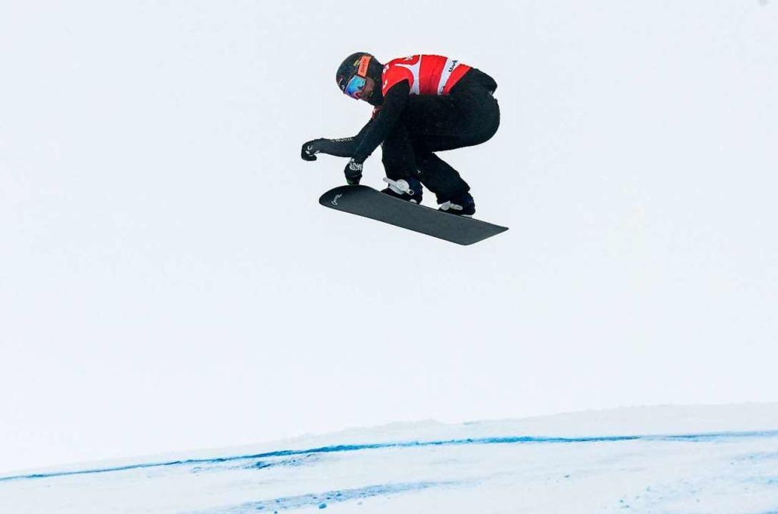 Ein Snowboardcrosser im Anflug   | Foto: dpa