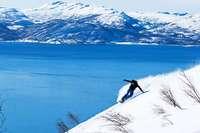 Wo man in Norwegen Wintersport mit Meerblick verbinden kann