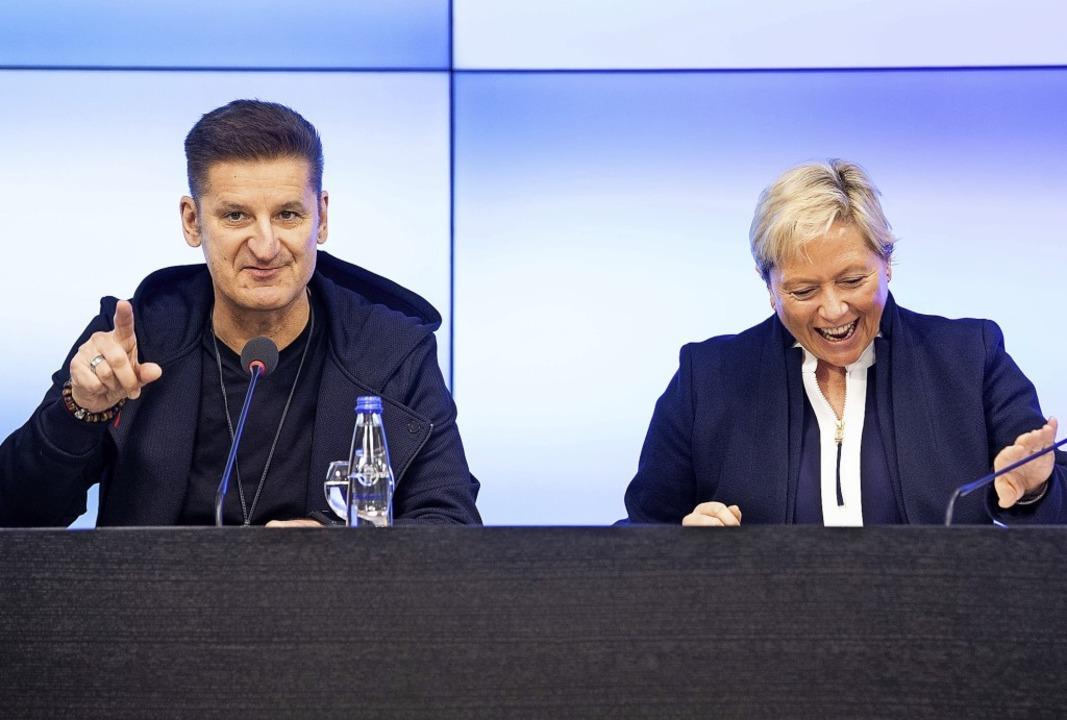 Pur-Sänger Hartmut Engler und Kultusmi...ne Eisenmann erläutern ihre Kampagne.   | Foto: dpa