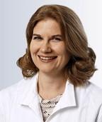 Die leitende Oberärztin Nicola Kläber spricht am Kreiskrankenhaus Lörrach über Arthrosen in der Hand
