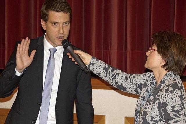 Tobias Metz offiziell als Endinger Bürgermeister verpflichtet