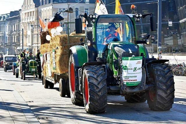 Landwirte demonstrieren mit 90 Traktoren in der Freiburger Innenstadt