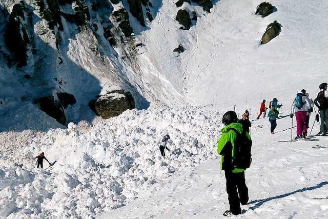 Lawine donnert auf Schweizer Skipiste - mindestens vier Verletzte