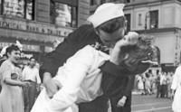 Küssender Matrose ist gestorben