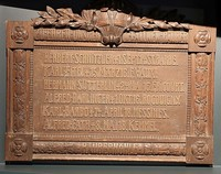 """Eine Holztafel erinnert an die """"Lahrer Räuber"""""""