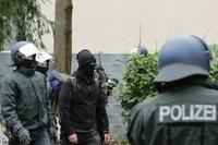 Polizei räumt zwei besetzte Häuser in den Stadtteilen Neuburg und Stühlinger