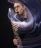 Felix Behringer stellt im Festsaal des Kollegs St. Blasien die Bass-Klarinette vor