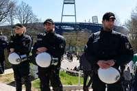 Wer zahlt für Polizeieinsätze bei Hochrisikospielen?