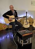 Gitarre und Gesang: Bodo Schaffrath spielt eigene Kompositionen und Coversongs