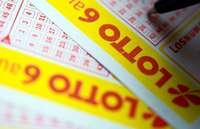 Großeltern finden Lottoschein in einem Buch und kassieren Millionengewinn