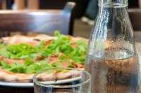 Leitungswasser im Restaurant: Sollten Gäste dafür bezahlen?