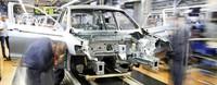 Autobauer liefern weniger Fahrzeuge aus