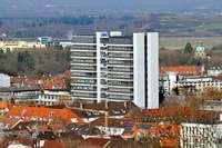 Feuerwehr räumt Chemiehochhaus im Freiburger Institutsviertel