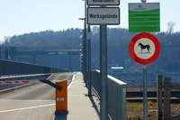 Der Kraftwerksteg in Rheinfelden ist für Pferde tabu